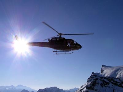 AS350 beim Start auf dem Glacier de Tsanfleuron