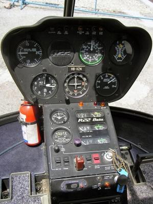 Das Cockpit des Robinson R22 HB-XZN