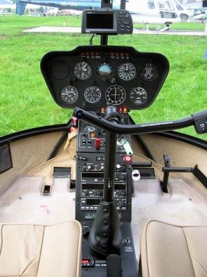 Cockpit des R44 Raven II