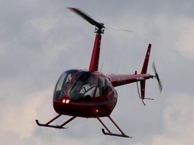 Der R44HB-ZGG im Landeanflug auf Urdorf