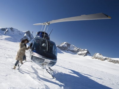 Claudia Öhler mit dem Bell Jet Ranger