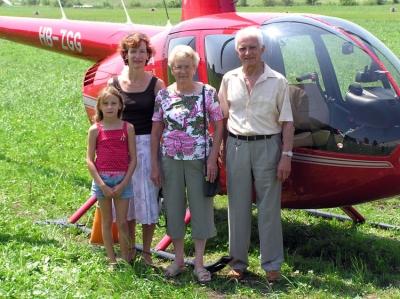 Familie Rinert Wey in Beromünster mit dem R44 HB-ZGG.