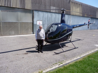 Herr Ferdinand Goethals nach dem Rundflug mit dem R22