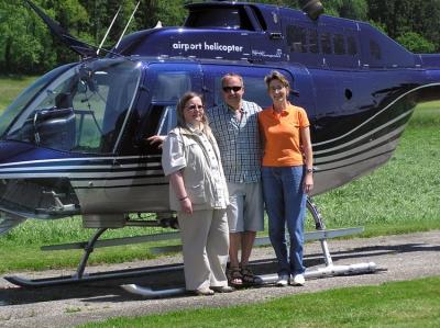 Familie Baumgartner mit Iris Mutti nach dem Rundflug