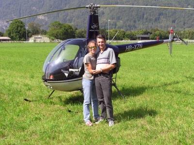 Maya Grasso und Martin Peterhans in Interlaken mit dem R22