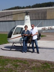 Erika Kälin mit ihrem Chef nach seinem Flug