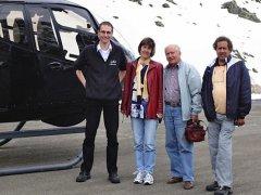 Familie Walpen am Susten vor dem ZMJ